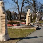 Rzeźba w parku miejskim